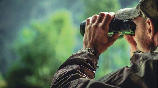 Spotting scope vs binoculars